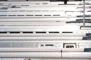 MTAハドソンヤード 車両区に並ぶロングアイランド レイルロードの車両の列の写真素材 [FYI02739118]
