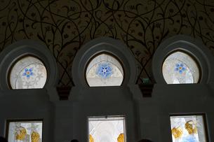 シェイクザイードグランドモスクの建物内の飾り窓の写真素材 [FYI02739163]
