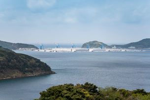 上五島石油備蓄基地を望むの写真素材 [FYI02739185]