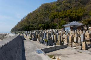 両墓制のお墓(本浦地区)の写真素材 [FYI02739200]