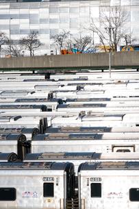 MTAハドソンヤード 車両区に並ぶロングアイランド レイルロードの車両の列の写真素材 [FYI02739218]