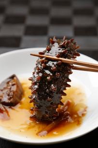 なまこ料理(黒バック)の写真素材 [FYI02739242]