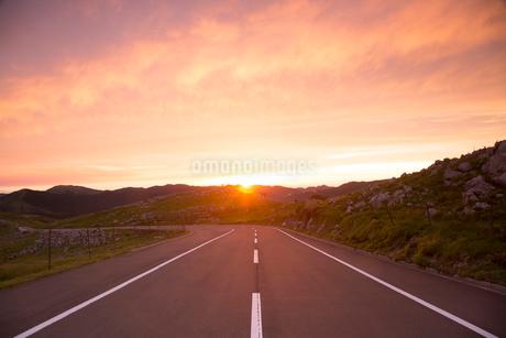 四国カルストの夕景の写真素材 [FYI02739252]