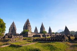 インドネシア ジャワ島 プランバナン寺院史跡公園の写真素材 [FYI02739378]