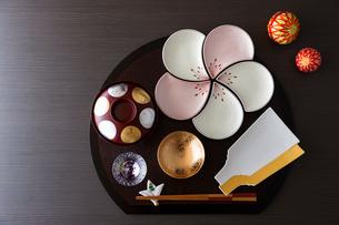 お正月の和食器の写真素材 [FYI02739429]