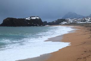 雪景色の立岩の写真素材 [FYI02739438]