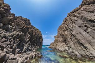46億年を感じる立岩の写真素材 [FYI02739569]