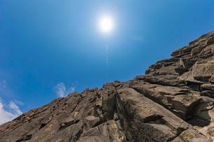 46億年を感じる立岩の写真素材 [FYI02739581]
