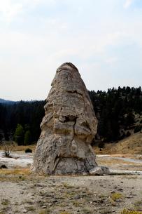 イエローストーン国立公園のマンモスカントリーのリバティーキャップの写真素材 [FYI02739656]
