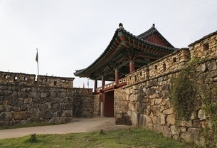 Ssangcheong-nu Pavilion, South Gateの写真素材 [FYI02739797]