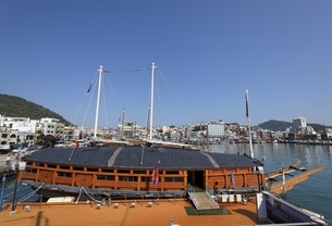 Turtle Ship, Tongyeong, Gyeongsangnam-do, Koreaの写真素材 [FYI02739809]
