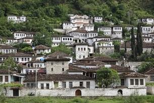 Gorica Neighborhood, houses, Berat, Albaniaの写真素材 [FYI02739822]