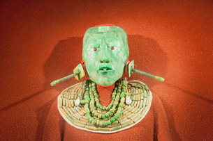 パカル王のヒスイの仮面 国立人類学博物館の写真素材 [FYI02739877]