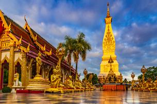 Wat Phra That Phanom, Nakhon Phanom, Thailandの写真素材 [FYI02740010]