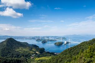 亀老山展望台より瀬戸内海来島海峡大橋を望むの写真素材 [FYI02740303]