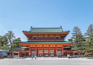 平安神宮正面の應天門風景の写真素材 [FYI02740363]
