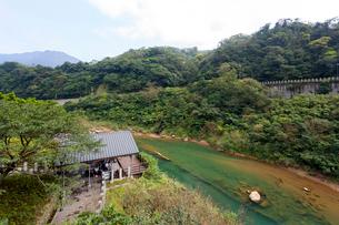 台湾、ホウトン、基隆河の写真素材 [FYI02740445]