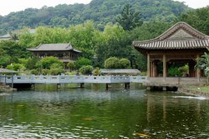 台湾 国立故宮博物院 至善園の写真素材 [FYI02740645]