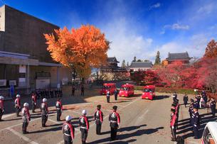 上田城と消防車の引渡式の写真素材 [FYI02740650]