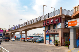 大連港旅客ターミナル,大連港候船庁の写真素材 [FYI02740778]