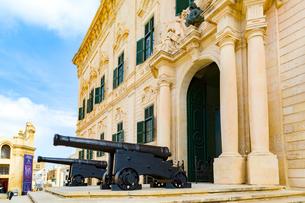 オーベルジュ・ド・カスティーユの砲台の写真素材 [FYI02740851]