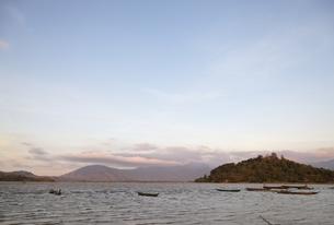 Lak Lake, boats, Central Highlands, Vietnamの写真素材 [FYI02740873]