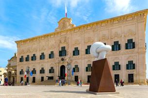 マルタ共和国、首相官邸とサミットの碑の写真素材 [FYI02740915]