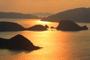 朝の牛ノ島など慶良間諸島の写真素材 [FYI02741068]