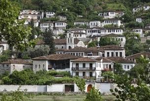 Gorica Neighborhood, houses, Berat, Albaniaの写真素材 [FYI02741104]