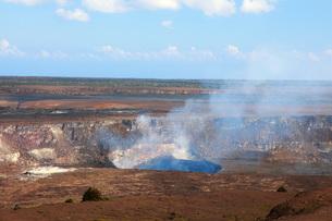 ハワイ島 キラウエア火山ジャガーミュウジアム展望台から見たハレマウマウ火口の写真素材 [FYI02741540]