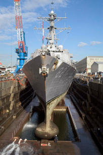 Guided missile destroyer USS Lassen enters a dry dock.の写真素材 [FYI02741665]