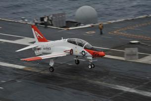 A T-45C Goshawk lands aboard USS George H.W. Bush.の写真素材 [FYI02741673]