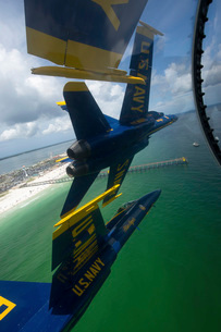 The Blue Angels perform the Diamond 360 maneuver over Florida.の写真素材 [FYI02741770]