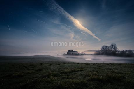 Meteor shower over tranquil landscape, Naestved, Denmarkの写真素材 [FYI02741983]