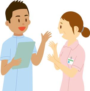 東南アジア系の男性看護師と日本人看護師のイラスト素材 [FYI02742551]