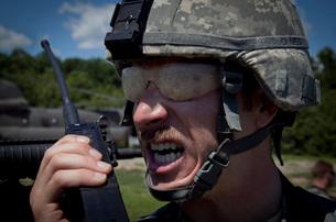 U.S. Army Sergeant testing his transmitter radio.の写真素材 [FYI02742650]