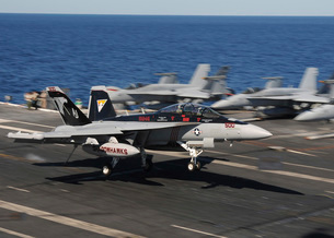An EA-18G Growler lands aboard USS George H.W. Bush.の写真素材 [FYI02742680]