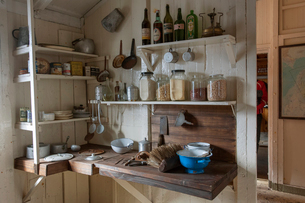 The kitchen corner of the scientific research station at Camp Livingston on the South Shetlands Islaの写真素材 [FYI02742961]