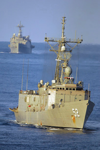 Guided missile frigate USS Carr and dock landing ship USS Guの写真素材 [FYI02743001]