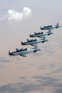 A formation of Iraqi Air Force T-6 Texan trainer aircraft over Tikrit, Iraq.の写真素材 [FYI02743123]