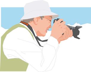 写真撮影をするアクティブシニアの男性のイラスト素材 [FYI02743212]