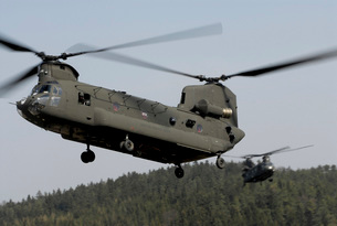 Two CH-47 Chinook helicopters in flight.の写真素材 [FYI02743351]