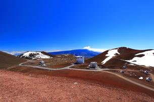 ハワイ島 マウナ・ケア山頂天文台群の写真素材 [FYI02744733]