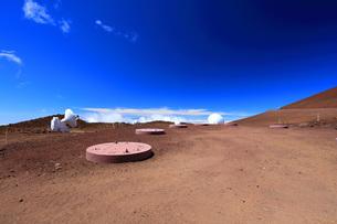 ハワイ島 マウナ・ケア山頂天文台群の写真素材 [FYI02744776]
