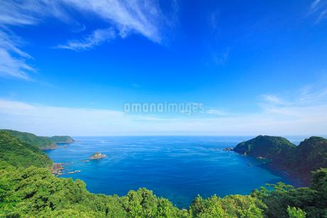 浦ノ内須ノ浦付近から望む甲崎などの海岸線の写真素材 [FYI02749574]