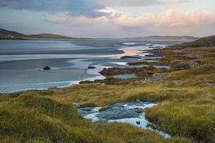 Tranquil scene beach and ocean, Luskentyre, Harris, Outer Hebridesの写真素材 [FYI02750478]