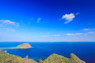アラン展望台から望む城島と前島とフェリーとかしきの写真素材 [FYI02750508]