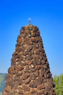 シュナイダー記念塔と月の写真素材 [FYI02761955]