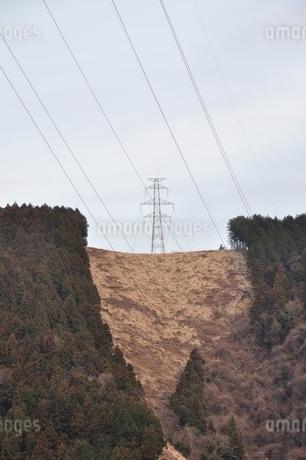 丘の上の鉄塔の写真素材 [FYI02810021]