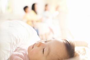 赤ちゃんの寝顔の写真素材 [FYI02810833]